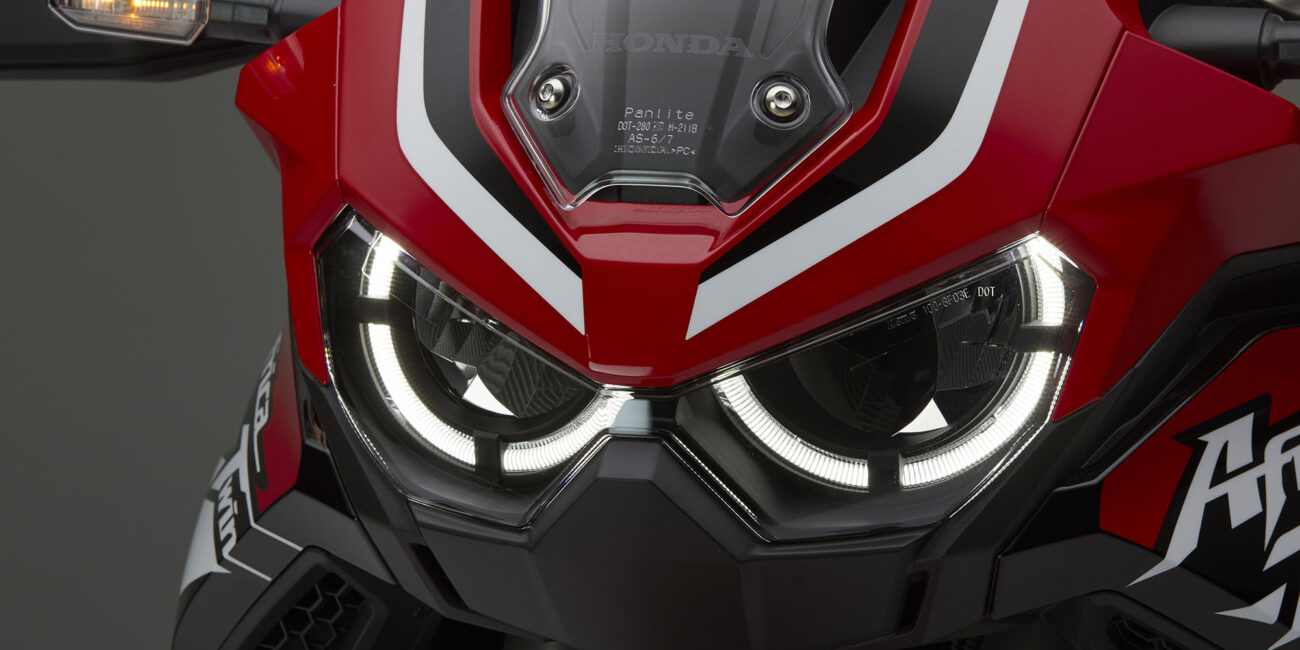 20YM_AfricaTwin_L1_Red_R380B_HL_DRL_On