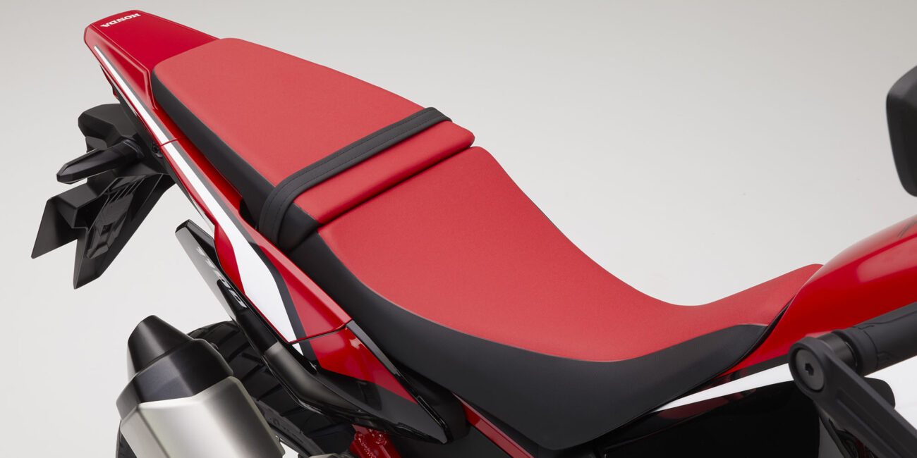 20YM_AfricaTwin_L1_Red_R380B_Seat