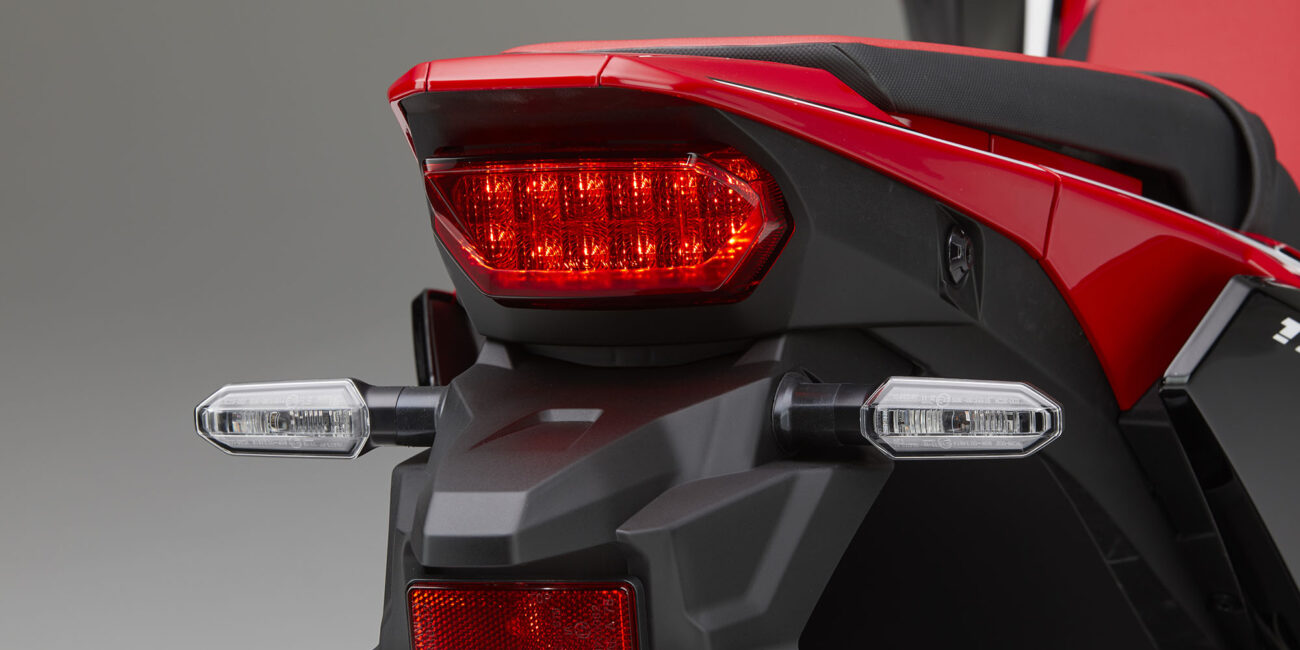 20YM_AfricaTwin_L1_Red_R380B_TailLight01