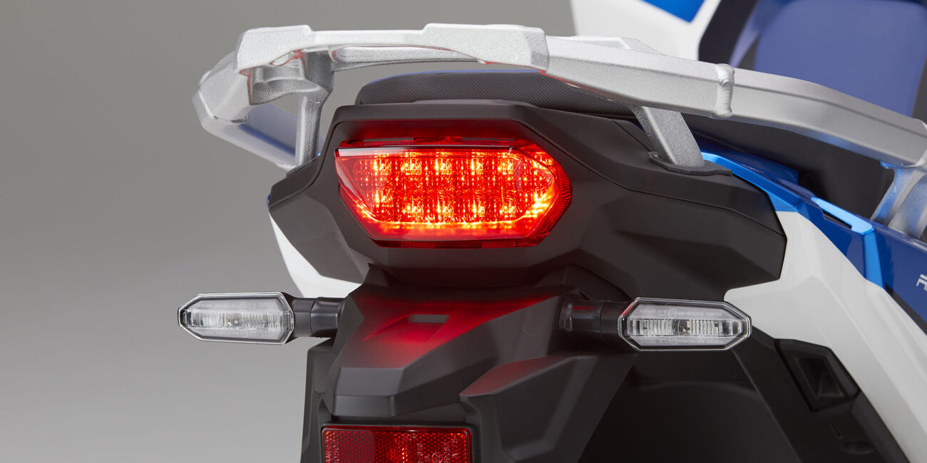 20YM_AfricaTwin_L4_Trico_NHB53H_RearLight02