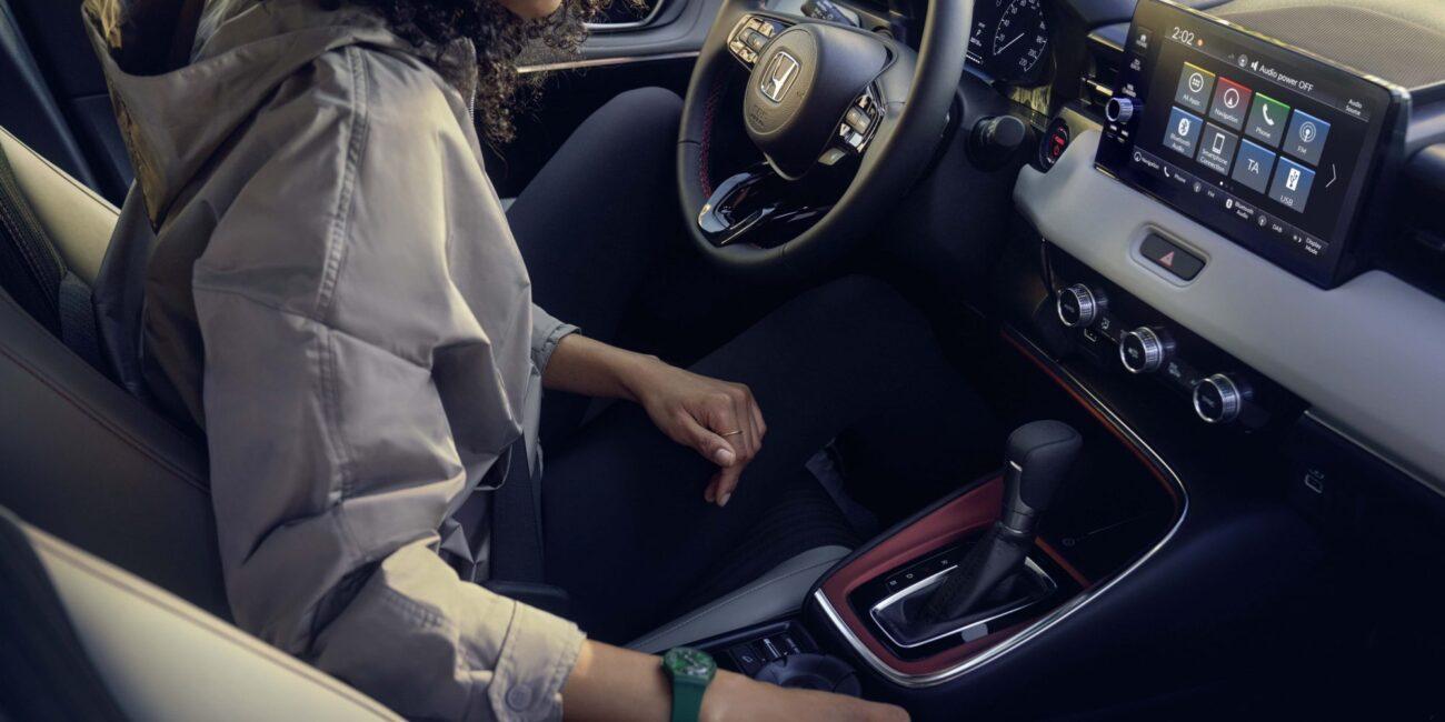 22YM-HR-V-Style-WomanSeat-KG-2000x1334